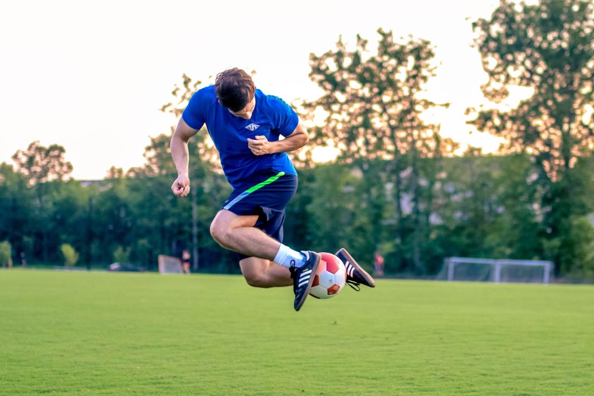 electroestimulación de cuerpo entero en la capacidad de fuerza, velocidad, saltos y disparo en jugadores de fútbol de élite